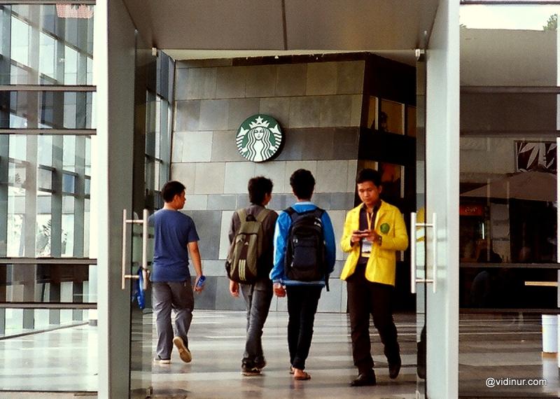 Generasi Starbucks dan Smartphone